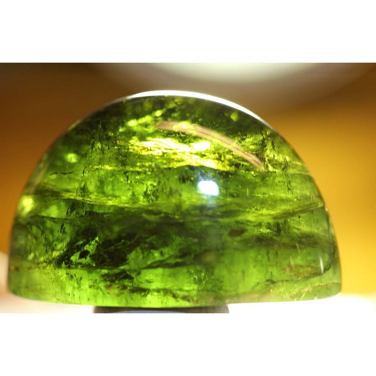 Verdelith-Kegelcabochon, grün