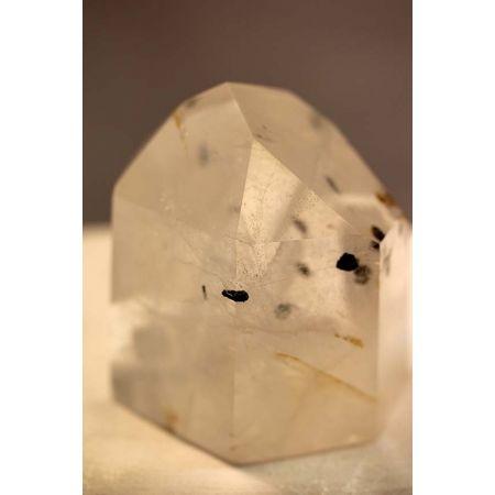 Bergkristall-Rutilquarz-Energiekristall mit Wachstumsnebel
