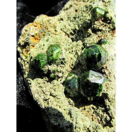 Demantoid-Kristall-Stufe  (Hüter unseres Wachstum)